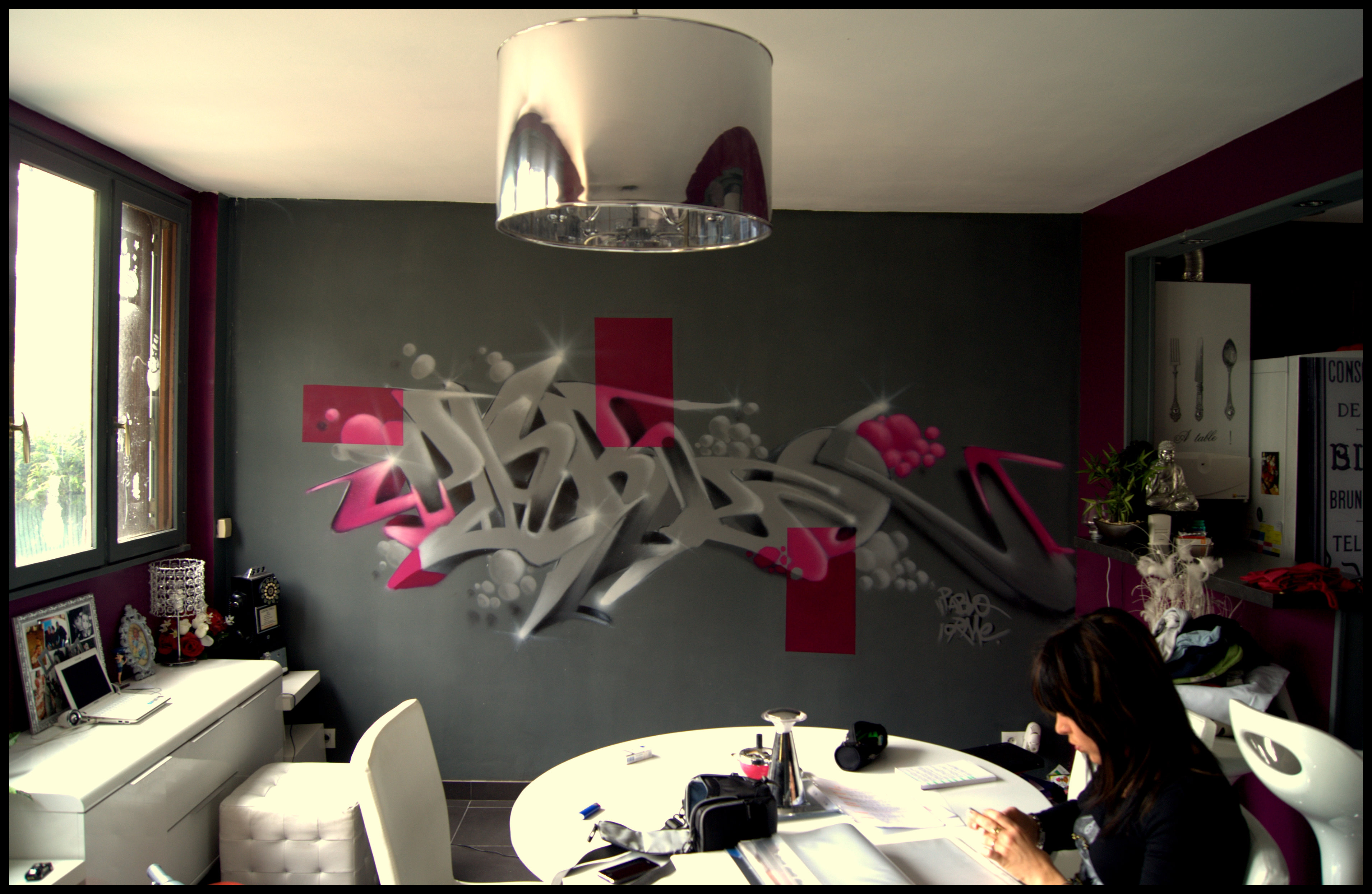 Deco graff salon decograffik deco graff bureaux entreprise deco design mural hall d 39 accueil for Photo decoration salon design